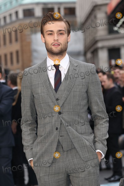 Douglas Booth Photo - Douglas Booth at the Noah - UK film premiere held at the Odeon Leicester Square London 31032014 Picture by Henry Harris  Featureflash