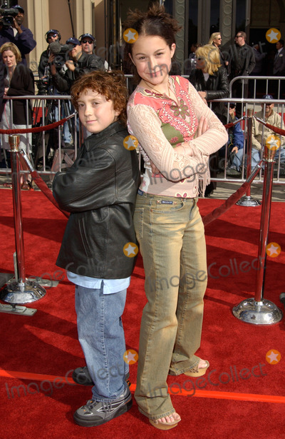 Daryl Sabara Photo - Actress ALEXA VEGA  actor DARYL SABARA at the 20th anniversary premiere of ET The Extra-Terrestrial in Los Angeles16MAR2002   Paul Smith  Featureflash