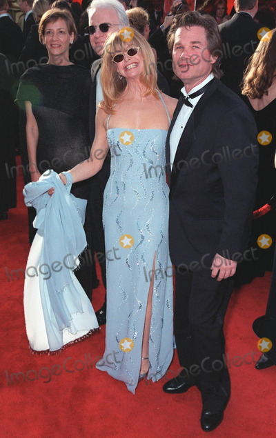 Goldie Photo - 21Mar99  Actress GOLDIE HAWN  actor boyfriend KURT RUSSELL at the 71st Academy Awards Paul Smith  Featureflash