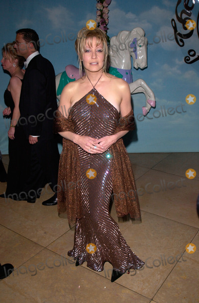 Linda Kozlowski Photo - Actress LINDA KOZLOWSKI at the Carousel of Hope Ball 2000 at the Beverly Hilton Hotel28OCT2000   Paul Smith  Featureflash