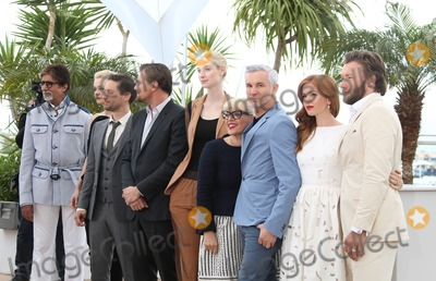 Amitabh Bachchan Photo - Baz Luhrmann Leonardo Dicaprio Carey Mulligan Tobey Maguire Joel Edgerton Isla Fisher Elizabeth Debicki Amitabh Bachchan Catherine Martin at the 66th Cannes Film Festival - Great Gatsby photocall Cannes France  15052013 Picture by Henry Harris  Featureflash