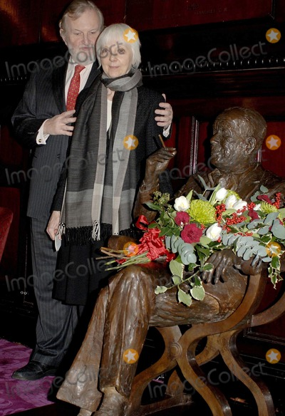 Anna Massey Photo - London UK Anna Massey and Sheridan Morley lay flowers and speak at the Theatre Royal in Covent Garden on the occasion of Noel Cowards birthday16th December 2006  Ali KadinskyLandmark Media
