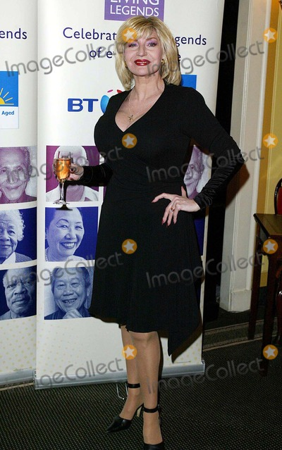 Faith Brown Photo - London  Faith Brown at the Help the Aged Living Legend Awards at Londons Dorchester Hotel24 March 2004JENNY ROBERTSLANDMARK MEDIA