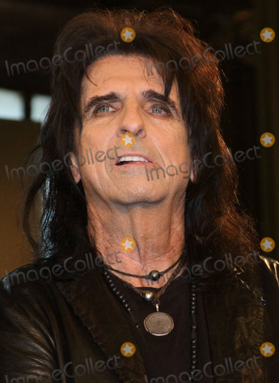Motley Crue Photo - London UK Alice Cooper at the last ever European press conference for Motley Crue at Law Society on June 9 2015 in London EnglandRef LMK73-51440-090615Keith MayhewLandmark Media WWWLMKMEDIACOM