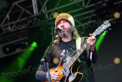 Badly-Drawn Boy Photo - London UK Badly Drawn Boy ( Damon Gough ) performing live at the Apple Cart Festival in Victoria Park London 7th August 2011Justyna SankoLandmark Media