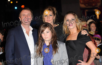 Phil Tufnell Photo - London UK Phil Tufnell and family   at the World Premiere of the Disney film A Christmas Carol held at the Odeon Leicester Square3rd November 2009Eric BestLandmark Media