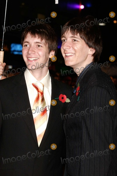 Oliver Phelps Photo - London Oliver Phelps and James Phelps at the premiere of the film Harry Potter and the Goblet of Fire held at the Odeon Leicester Square  6 November  2005Lisle BrittainLandmark Media