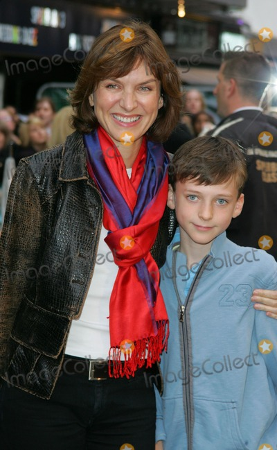 Fiona Bruce Photo - London UK Fiona Bruce attending the European Premiere of Harry Potter and the Order of the Phoenix at the Odeon Leicester Square 3rd July 2007 Keith MayhewLandmark Media