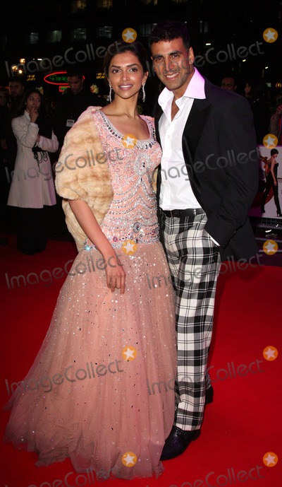 Akshay Kumar Photo - London UK Deepika Padukone and Akshay Kumar at the premiere of Chandni Chowk to China at the Empire Cinema Leicester Square12 January 2009Keith MayhewLandmark Media