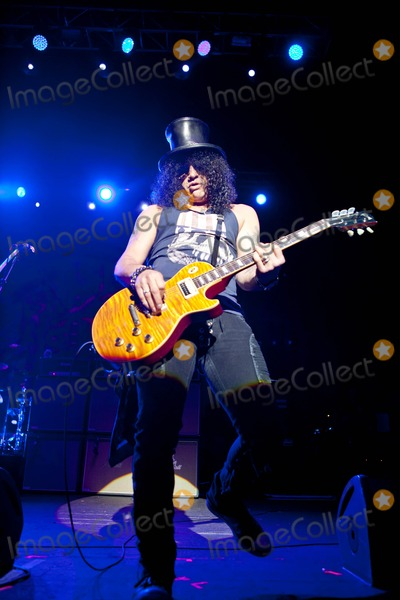 Myles Kennedy Photo - London UK Slash featuring Myles Kennedy and The Conspirators eforming live at the O2 Academy Brixton The Conspirators are Rhythm guitarist Frank Sidoris bassist Todd Kerns and drummer Brent Fitz 12th October 2012Taya UddinLandmark Media  i