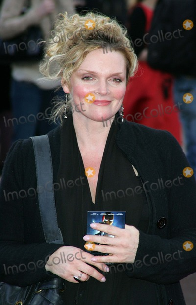 Sharon Small Photo - London UK Sharon Small  at the UK premiere of new  film Iron Man  Iron Man at the Odeon Leicester Square  24th April 2008Keith MayhewLandmark Media