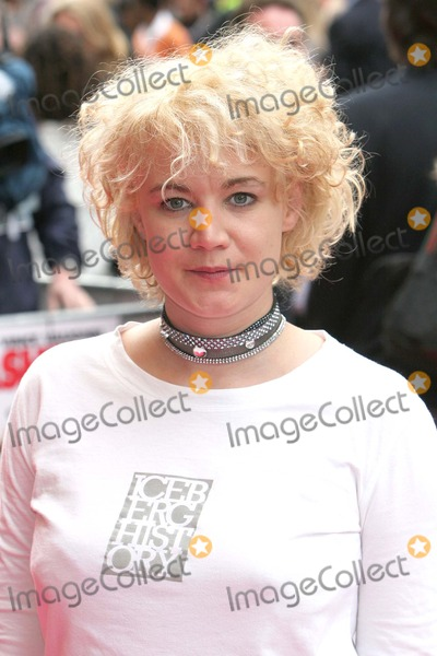 Emily Lloyd Photo - London Emily Lloyd at the Premiere of Wedding Crashers at the Odeon West End4 July 2005Paulo PirezLandmark Media