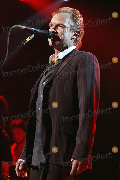 Sting Photo - LONDON STING PERFORMS AT THE SACRED LOVE CONCERT HELD AT THE ROYAL ALBERT HALL16 MAY 2004JADE ADAMSLANDMARK MEDIA LMK