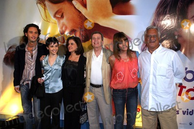 Antonio Fagundes Photo - SAO PAULO BRAZIL Brazilian actor and model Rodrigo Santoro at the film premiere of A Dona da Historia (The owner of the History) directed by Daniel Filho at the UCI Jardim Sul in S Paulo On the photo Rodrigo Santoro (L) Debora Falabella Marieta Severo Daniel Filho Fernanda Lima and Antonio Fagundes 09272004PHOTO GILBERTO MARQUESAECITYFILESGLOBE PHOTOS INCK39695