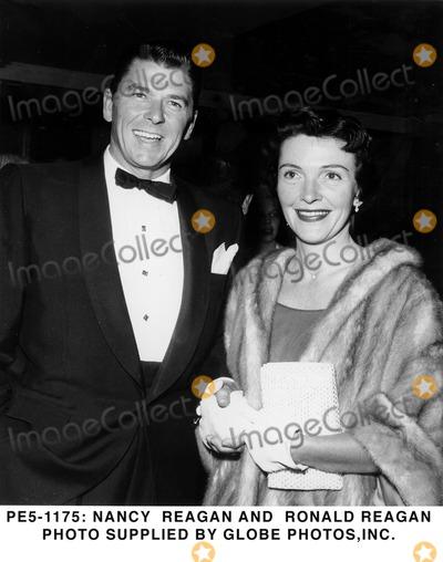 Ronald Reagan Photo - -1175 Nancy Reagan and Ronald Reagan Photo Supplied by Globe Photosinc