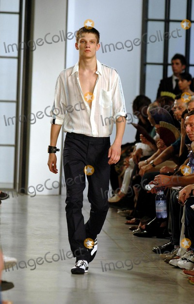 Alessandro DellAcqua Photo - Alessandro Dell Acqua Mens Fashion Summer Spring 2005 Collection Milan Italy 06272004 Luca PetrinkalapresseGlobe Photos Inc