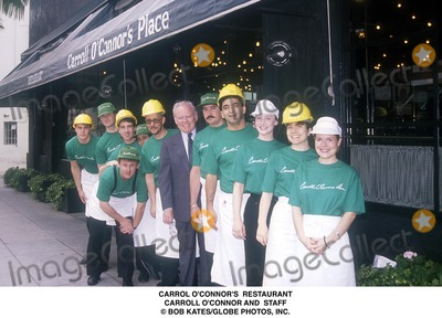 Carroll OConnor Photo - Carrol Oconnors Restaurant Carroll Oconnor and Staff Bob KatesGlobe Photos Inc