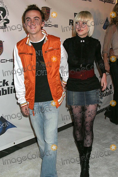 Frankie Muniz Photo - Rock  Republic Love Rocks Fashion Show Spring 2006 Collection - Arrivals Sony Pictures Studios Culver City CA 10-19-2005 Photo Clintonhwallace-photomundo-Globe Photos Inc Frankie Muniz and Jamie Gandy Martina Mcbride
