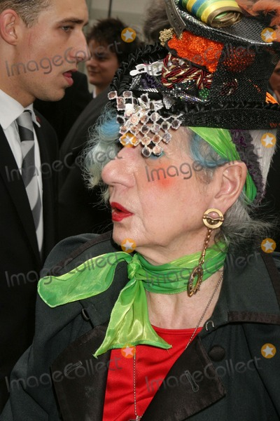 Anna Piaggi Photo - Louis Vuitton- Paris Fashion Week Springsummer 2010 - Celebrity Arrivals Cour Carree Du Louvre Paris France 100709 Anna Piaggi Photo Clinton H Wallace-photomundo-Globe Photos Inc