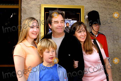 Beau Bridges Photo - Agent Cody Banks 2 Destination London Premiere at Mann National Theatre in Westwood California 030604 Photo by Kathryn IndiekGlobe Photos Inc2004 Beau Bridges and Family