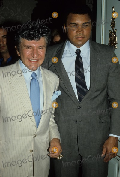 Muhammad Ali Photo - Liberace with Muhammad Ali 1985 A0028 Supplied by Globe Photos Inc