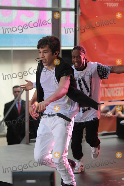 Austin Mahone Photo - Austin Mahone Peforming on NBC todayshow 5-26-2014 John BarrettGlobe Photos