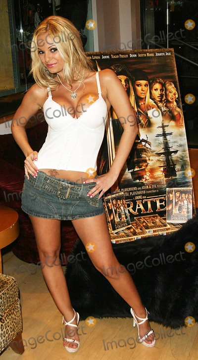 Carmen Luvana Photo - Pirates Dvd Signing with Jesse Jane and Carmen Luvana Hustler Hollywood West Hollywood CA 09-23-2005 Photo Clintonhwallace-photomundo-Globe Photos Inc Carmen Luvana
