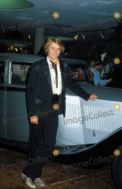 John Schneider Photo - John Schneider 01-1990 Photo by Michelson-Globe Photos