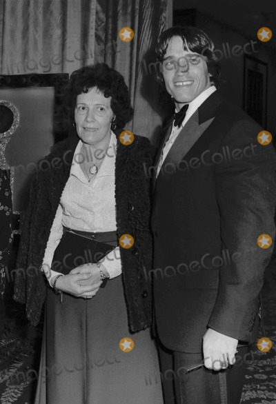 Arnold Schwarzenegger Photo - Arnold Schwarzenegger with His Mom at the Golden Globe Awards 03011977 10164 Photo by Phil RoachipolGlobe Photos Inc