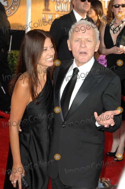 Stella Arroyave Photo - The 15th Annual Screen Actors Guild Awards Red Carpet Arrivals Held at the Shrine Auditorium in Los Angeles California January 25th 2009 Photo David Longendyke - Globe Photos Inc 2009 Image K60935dl Anthony Hopkins Anthony Hopkins Stella Arroyave