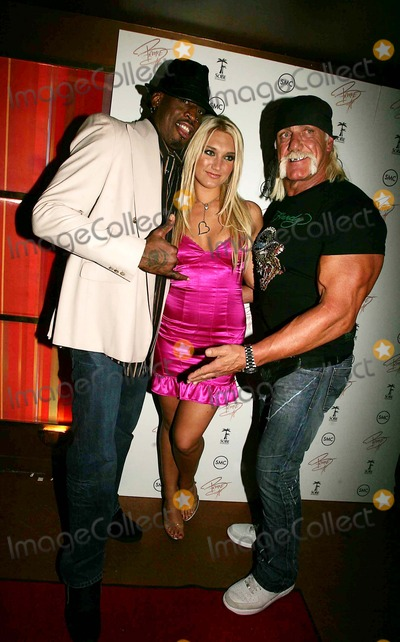 Brooke Hogan Photo - BROOKE HOGAN PARENTS HULK AND LINDA HOGAN AND BROTHER NICK ARRIVE AT MARQEE  WITH DENNIS RODMAN AND RECORDING ARTIST STACK TO CELEBRATE THE RELEASE OF BROOKES CD UNDISCOVERED10TH AVENUE 10-24-2006PHOTOS BY RICK MACKLER RANGEFINDER-GLOBE PHOTOS INC2006BROOKE HOGAN   AND HULK HOGAN WITH DENNIS RODMANK50411RM