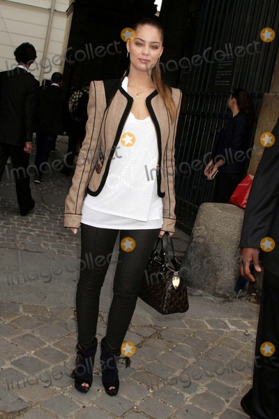 Marie-Ange Casta Photo - Louis Vuitton- Paris Fashion Week Springsummer 2010 - Celebrity Arrivals Cour Carree Du Louvre Paris France 100709 Marie Ange Casta Photo Clinton H Wallace-photomundo-Globe Photos Inc