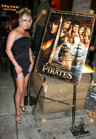 Austyn Moore Photo - Pirates World Premiere Starring Jesse Jane Egyptian Theatre Hollywood CA 09-12-2005 Photo Clinton Hwallace-photomundo-Globe Photos Inc Austyn Moore