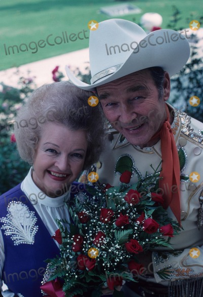 Roy Rogers Photo - Roy Rogers with Dale Evans 1978 Supplied by Globe Photos Inc