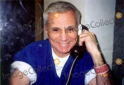 Bonnie Lee Bakley Photo - K25819 ROBERT BLAKE PHOTOGRAPHED INSIDE LOS  ANGELES COUNTY JAILROBERT BLAKE PHOTOGRAPHED BY HIS ATTORNEY HARLAND BRAUN  IN THE LOS ANGELES  COUNTY JAIL WHERE THE ACTOR IS  AWAITING TRIAL FOR THE MURDER OF HIS WIFE BONNY LEE BAKLEY 080902SUPPLIED BY GLOBE PHOTOS INC