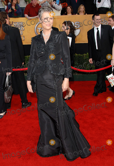 Jamie Lee Curtis Photo - 12th Annual Screen Actors Guild Awards Arrivals at the Shrine Auditorium Los Angeles CA 1292006 Photo by Fitzroy Barrett  Globe Photos Inc 2006 Jamie Lee Curtis