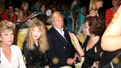Arielle Dombasle Photo - Olympus Fashion Week Spring 2007 Diane Von Furstenberg -Celebs Bryant Park New York City 09-10-2006 Photo by Sonia Moskowitz-Globe Photosinc Arielle Dombasle_graydon Carter
