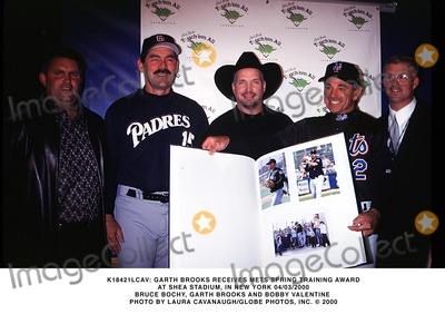 Train Photo -  Garth Brooks Receives Mets Spring Training Award at Shea Stadium in New York 04032000 Bruce Bochy Garth Brooks and Bobby Valentine Photo by Laura CavanaughGlobe Photos Inc