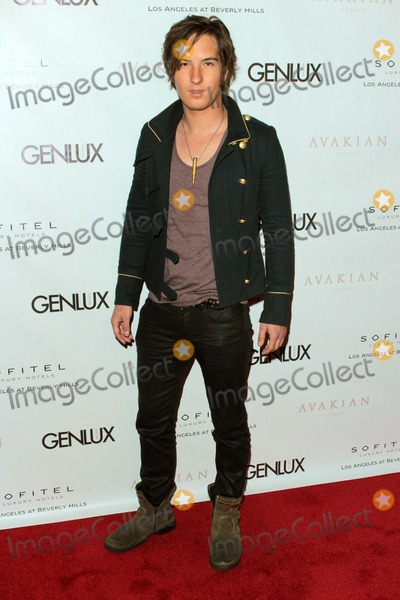Jenna Elfman Photo - Andrew James Allen Arrives at Genlux Issue Release Party Hosted by Jenna Elfman at the Sofitel Hotellos Angelescausa Photo TleopoldGlobephotos