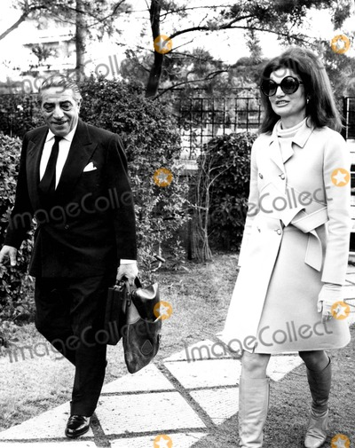 Jacqueline Kennedy Onassis Photo - Jacqueline Kennedy Onassis and Aristotle Onassis 1970 6960 Hellas PressipolGlobe Photos Inc Jacquelinekenndeyonassisretro