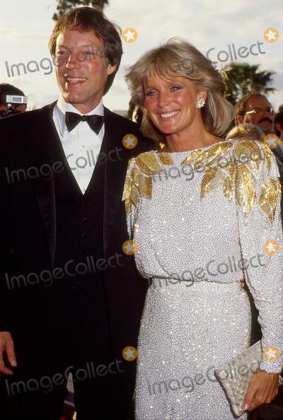 Richard Chamberlain Photo - Linda Evans with Richard Chamberlain 1984 13156 Photo by Phil Roach-ipol-Globe Photos Inc