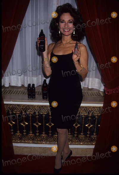 Susan Lucci Photo - Susan Lucci Susan Lucci Products 1991 A7638 Photo by Adam Scull-Globe Photos Inc