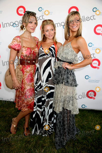 Debbie Matenopoulos Photo - Donna Karan in Style Magazine and Kelly Ripa Host Super Saturday 11 to Benefit the Ovarian Cancer Research Fund Novas Art Project Watermill NY 07-26-2008 Photos by Sonia Moskowitz Globe Photos Inc 2008 Kelly Ripa  Molly Sims Debbie Matenopoulos