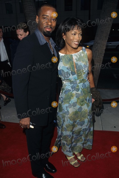 Courtney B Vance Photo - Angela Bassett with Courtney B Vance at 12 Angry Men Premiere in Los Angeles 1997 K9509fb Photo by Fitzroy Barrett-Globe Photos Inc