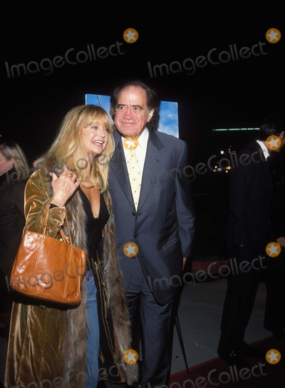 Goldie Hawn Photo - 272001 Behind the Sun Los Angeles Premiere at Motion Picture Academy Photo by Amy GravesGlobe Photos Inc K23475ag 2001 Arthur Cohn and Goldie Hawn
