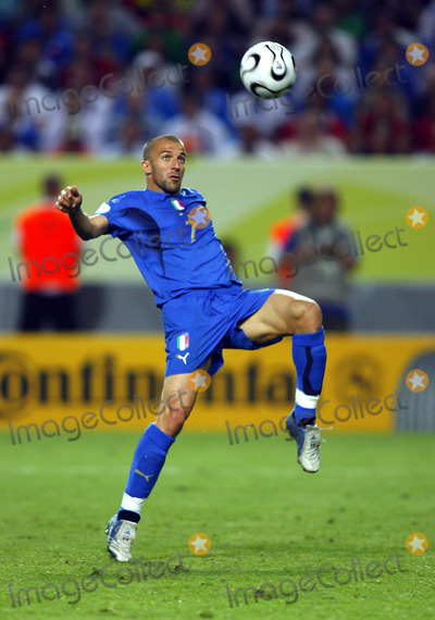 Alessandro Del Piero Photo - Alessandro Del Piero on the Ball Italy V USA K48351 World Cup Soccer 06-17-2006 Photo by Allstar-Globe Photos