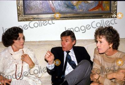 Patricia Neal Photo - 1988 Patricia Neal Roddy Mcdowall and Carol Burnett Photo by Sylvia NorrisGlobe Photos Inc Patricianealretro