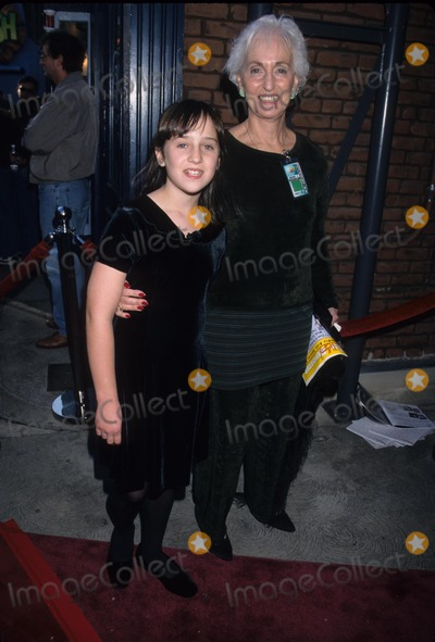 Mara Wilson Photo - Mara Wilson with Her Grandmother Young Star Awards Nickelodeon Theatre Universal City  Ca 1998 K13981lr Photo by Lisa Rose-Globe Photos Inc