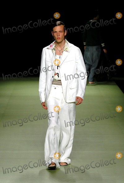Antonio Marras Photo - Summer Spring Man Fashion Milan 2005 Antonio Marras Collection 06272004 Photoluca PetrinkalapresseGlobe Photos Inc Antoni Marras Fashion Runway Model