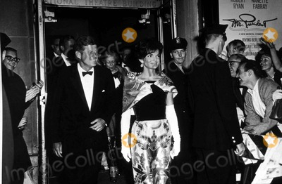 Jacqueline Kennedy Onassis Photo - John F Kennedy and Jacqueline Kennedy Onassis L8376jkel Supplied by Globe Photos Inc